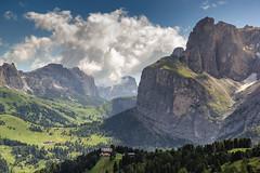 Verso il Passo Gardena (cesco.pb) Tags: valdifassa passosella passogardena dolomiten dolomiti dolomites alps alpi trentinoaltoadige italia italy canon canoneos60d tamronsp1750mmf28xrdiiivcld montagna mountains