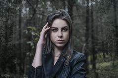 Valeria (David Corona Fotografía ( draco_66 )) Tags: forest bosque arboles girl model modelo beauty bella bonita femme etes hairhands