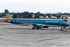 Vietnam Airlines - Airbus A321-231 / VN-A359 @ Manila (Miguel Cenon) Tags: vietnamairlines vna321 hvn rpll airplane airplanespotting apegroup appgroup airport aircraft airbus aviation airbusa320 airbusa321 a320 a321 planespotting ppsg philippines plane manila nikon naia narrowbody d3300 wings wing window wheel winglet twinengine seagames 30thseagames vna359