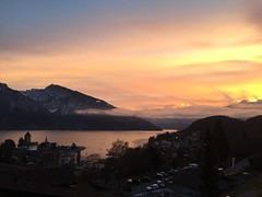 Morgenstimmung Spiez (22burriy) Tags: spiez sonne wolken schloss thunersee jungfraujoch eiger mönch niederhorn berneroberland panorama morgen