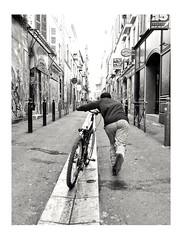 À fond les gamelles (streetspirit13) Tags: bw bnwphotographer bnwdemands bnwstreetphoto blackandwhite noiretblanc blancoynegro bicyclette streetphotographer streetpassionaward marseillestreet candidstreetphotography inthestreet capturestreet canonfrance