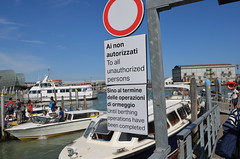 Signs in both Italian and English on berthing completion (jimbob_malone) Tags: 2019 venice italy
