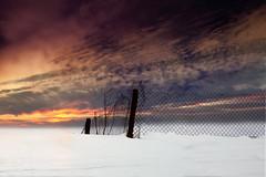 (Inmacor) Tags: nieve invierno snow winter inmacor sunrise amanecer valla contraluz landscape paisaje nature moment scenary mountain sky cielo