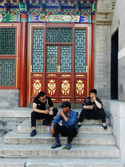 Summer Scene (marco_albcs) Tags: china beijing summerpalace streetphotography streetscene tourists toothpick eating stairs sitting