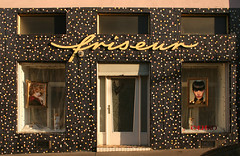 friseur (Wolfgang Bazer) Tags: friseur frisör friseurladen frisörladen friseursalon frisiersalon hairdressers shop hair hairdressing salon shopfront ladenfront ladenfassade knöllgasse triesterviertel favoriten wien vienna österreich austria mcm midcentury modern