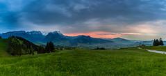 abends am Alpstein, Schweiz (Foto-Wandern.com) Tags: canoneos5dmarkiii ef2470mmf28liiusm fotowandern fotowanderncom fotoreise fotokurs phototour hiking travel alpstein evening sunset sun mountains alps appenzell schweiz switzerland swiss red sky blue green clouds berge alpen wandern