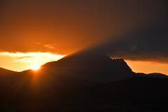 DSC_2515 (griecocathy) Tags: paysage lever soleil montagne ciel nuage ombre sombre lumineux rayon noir orange bleutée blanc crème beige