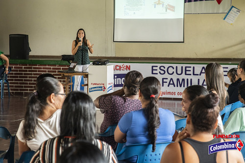 "Escuela de Familia La Paila • <a style=""font-size:0.8em;"" href=""http://www.flickr.com/photos/154096252@N04/49204425341/"" target=""_blank"">View on Flickr</a>"