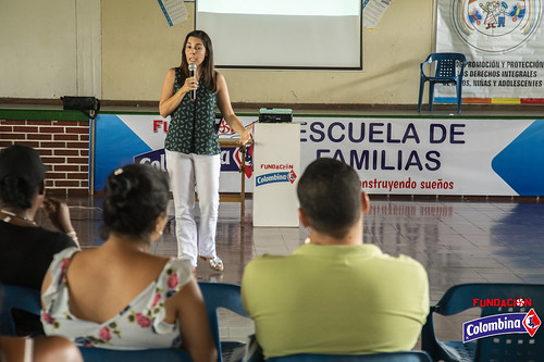 "Escuela de Familia La Paila • <a style=""font-size:0.8em;"" href=""http://www.flickr.com/photos/154096252@N04/49204645297/"" target=""_blank"">View on Flickr</a>"