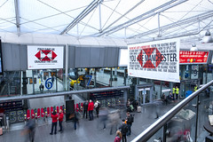 HSBC Manchester Piccadilly (JCDecaux Creative Solutions) Tags: hsbc multiple station domination train manchester piccadilly jcdecauxcreativesolutions digital