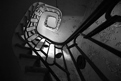 Des cendres (La Decaydence) Tags: abandoned urbex urbexfrance decay stairs architecture blackandwhite