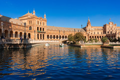 Plaza de Espana, Sevilla (lucadimarzo) Tags: spain square spagna aftertnoon sun water lake canon 100d