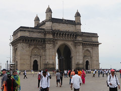 Around Gateway of India | Mumbai (Pit Spielmann) Tags: mumbai india ocean front promenade sea boats skyline architecture bombay arabian gateway taj hotel chhatrapati shivaji maharaj statue