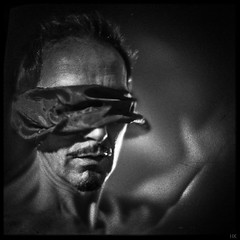 have a look (*altglas*) Tags: zeiss rbiotar 073100 f073 xraylens modified modifiedlens bw square 6x6 portrait blind bokeh