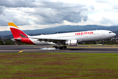 EC-MJT Iberia Airbus A332 (twomphotos) Tags: plane spotting mroc sjo iberia airbus a332 landing rwy07 smoke touchdown