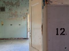 Pavillon B1 56 (Moddersonne) Tags: lost place urbex verlassen abandoned decay verfall urban exploration beelitz heilstätten sanatorium whitney houston haus tür door numbers zahlen