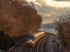 Evening Rush (MadMartigen) Tags: locomotive hudsonvalley ny newyork railroad trains ge gep32acdm genesis generalelectric gegenesis p32acdm
