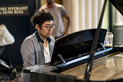 Piano Man Part II (Photos By Dlee) Tags: sonyalphaa7iii sonya7iii sonya73 sony sonyalpha mirrorless fullframe fullframemirrorless sonyfe85mmf18 sony85mmf18 85mm prime primelens bokeh bokehlicious photo photosbydlee photography australia sydney newsouthwales nsw summer portraiture people urban street candid streetphotography pianist candidportrait