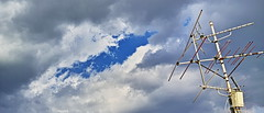 20191212_DP2Q5710-21x9-mod (NAMARA EXPRESS) Tags: 21x9 landscape sky cloud blue nature antenna winter daytime fine outdoor color foveonclassicblue toyonaka osaka japan spp spp661 foveon x3 sigma dp2 quattro namaraexp