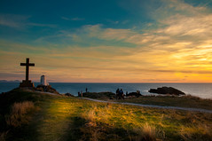 End of the Land (Tony Shertila) Tags: rhosyrcommunity wales unitedkingdom 20170325182342 europe britain anglesey lighthouse cross sunset sky weather day island