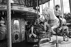 Princess (Tom Levold (www.levold.de/photosphere)) Tags: fuji xpro2 xf18mmf2 candid people street sw bw paris karussell carousel girl mädchen
