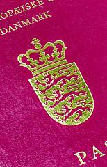 6M7A8503 (hallbæck) Tags: pas passport passeport dansk danish europeanunion eu deneuropæiskeunion mh hørsholm denmark closeup canoneos5dmarkiii ef85mmf12liiusm
