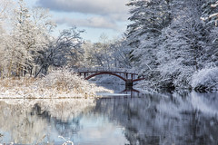 Broadmoor_20191211_050 (falconn67) Tags: charlesriver bridge footbridge snow winter autumn reflection peaceful sunny canon 5dmarkiii 24105mml natick