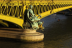 La Ville de Paris au Pont Mirabeau (Edgard.V) Tags: paris parigi bridge pont ponte statue estatua statua allégorie allegoria injalbert mirabeau seine sena rio fleuve river fiume