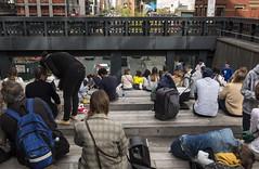 Sentados para la sesión (New York people) (Samarrakaton) Tags: samarrakaton 2019 nikon d750 2470 nyc newyork nuevayork usa eeuu estadosunidos travel viaje people gente street callejera urbana chelsea manhattan