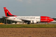 LN-KKT (PlanePixNase) Tags: eddl dus dusseldorf düsseldorf airport aircraft planespotting lohhausen norwegian boeing 737300 733 737 b733