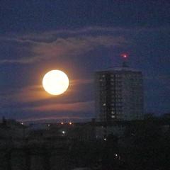 Setting of a Full Moon,Aberdeen_dec 19_527 (Alan Longmuir.) Tags: sunrise settingofthefullmoon misc grampian aberdeen sky moon