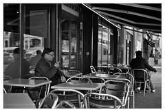 DSCF6264 (srethore) Tags: photo de rue street bw candid people 7artisans 35mm