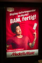 Werbung Media Markt 12.12.2019 (rieblinga) Tags: bvg wall bus haltestelle wartehalle mediamarkt 12122019 plakat