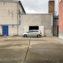 fett vorgefahren *88 (galibier2645) Tags: guesswhereberlin auto mercedes berlin blau