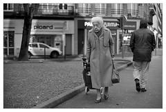 DSCF6274 (srethore) Tags: photo de rue street bw candid people 7artisans 35mm