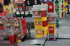 yellow1_iii (Zeï'Cygaïn) Tags: lego classic town yellowed lindburg assembling