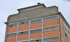 Marans, ancien silo (thierry llansades) Tags: marans 17 charentemaritime charente charentes aunis eglise canal poitevin sevre niort sevreniortaise silo poste hopital