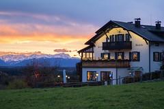 Forsthaus Ilkahöhe mit Zugspitze (Fliwatuet) Tags: ausflug ilkahöhe tutzing zugspitze alpen restaurant dusk mountains beautifullight alps