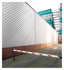 Barred (leo.roos) Tags: wall muur sheetmetal steelwallcladding nikonf movielens darosa cinelens leoroos a7rii samyang2018 samyangt1920mmedasumc samyang2019 barrier laakhavenwest prime denhaag compo manu thehague sonye perspec 1evanderkunstraat a7r2 1elulofdwarsstraat wijd