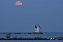 Moon Over Lorain (mjcarsonphoto) Tags: lorain lakesidelanding sunrise moonset lighthouse