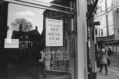 20191129_LunchBreak_FA_28-f2.0_Orange-filter_DoubleX_D96_15_web (Bossnas) Tags: 2019 28mm 35mm bw d96 doublex eastman f20 fa film lunchhour nikon orangefilter oxford pakon