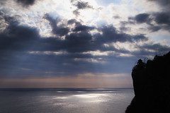 Uluwatu Temple #3 (Strocchi) Tags: sun ray bali tempiodiuluwatu sea mare waves onde cielo sky clouds nuvole uluwatu temple canon eos6dmk2 24105mm indonesia klif cliff
