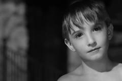 Inocencia (Jovi García) Tags: retrato portrait niño kid blackandwhite blancoynegro guarroman elaltico andalucia