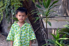 boy under a tree (the foreign photographer - ฝรั่งถ่) Tags: boy child tree fern our house bangkhen bangkok thailand nikon d3200