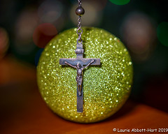 20191212On the Cross33807-Edit (Laurie2123) Tags: godoxad200 jesus laurieabbotthartphotography laurieturner laurieturnerphotography laurietakespics laurie2123 nikonsb600 odc odc2019 ourdailychallenge cross nikkor60mm offcameraflash sparkle