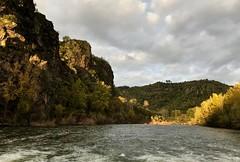 rayon de soleil (jean-marc losey) Tags: france occitanie tarn ambialet méandre randonnée rivière automne iphone