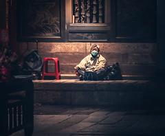 Meditating (Cyclase) Tags: taiwan taipeh taipei asia asien man mann meditation people menschen tempel temple oustide night nacht drausen