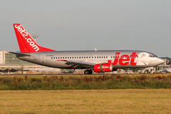 G-CELK (PlanePixNase) Tags: eddl dus dusseldorf düsseldorf airport aircraft planespotting lohhausen jet2 boeing 737 b733 737300 733