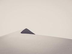 black triangle mono edit (hang five) Tags: dünen sand wüste bnw minimalistisch dune desert minimalistic maroc morocco marokko merzouga ergchebbi sahara