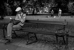 Bench (Roi.C) Tags: monochrome black bw people outside outdoor candid ligh europe nikon d5300 nikkor photography photo digital shot street city human humans persons picture image camera interesting 18140mm man composition white portrait face sitting town urban blackandwhite reading